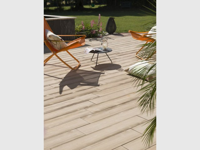 Une terrasse en béton posée en quelques jours - Une terrasse en béton pour un effet bois