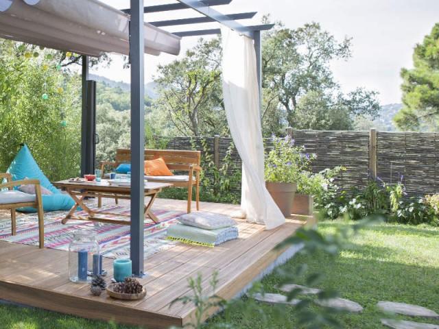 Une clôture en bois pour un jardin végétal - Un jardin delimité pour plus d'intimité