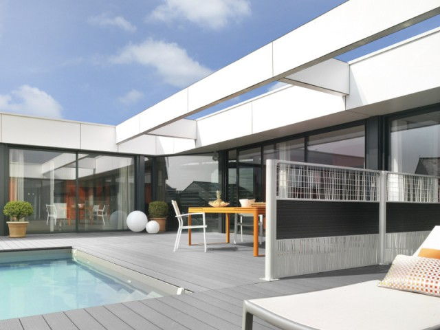 Une claustra blanche pour une terrasse contemporaine - Un jardin delimité pour plus d'intimité