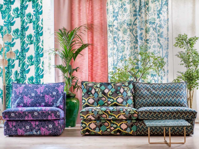 Des fauteuils de couleurs pour un effet original
