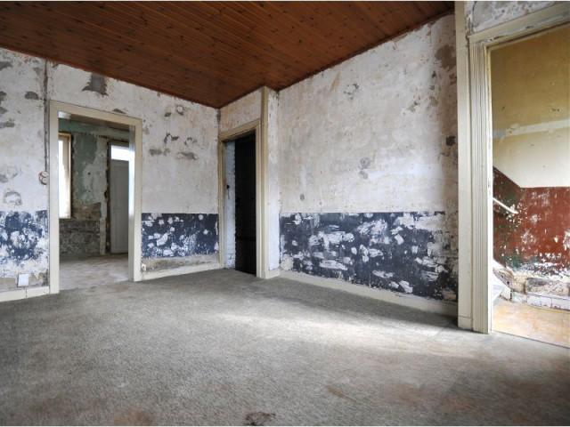 Avant : un salon sombre et mal agencé - Maison Renov Active à Bruxelles par Velux