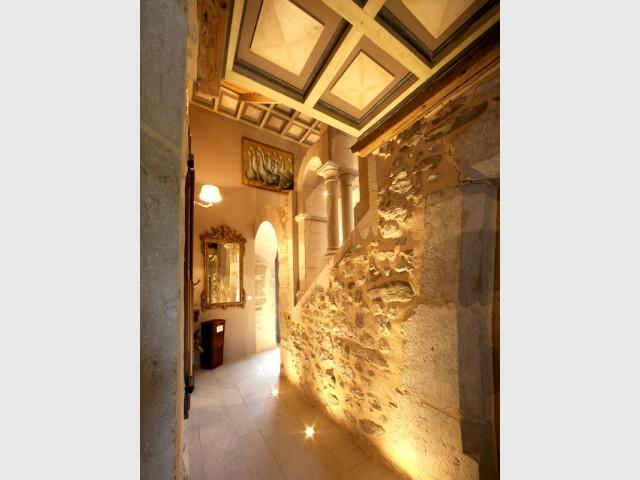 Des éclairages originaux pour mettre en lumière la pierre - Un château rénové au coeur du Vercors