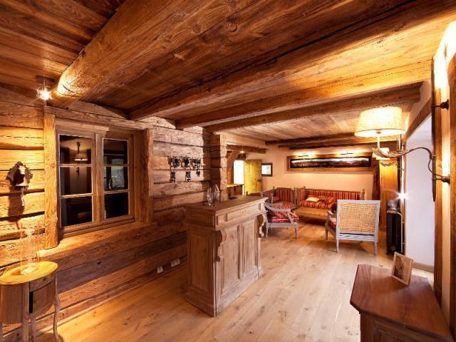 Un salon cocon pour rappeler la montagne environnante - Un château rénové au coeur du Vercors