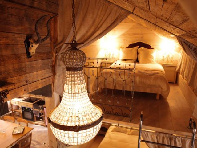 Une mezzanine pour se lover sous les toits - Un château rénové au coeur du Vercors