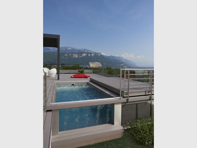 Une baie vitrée d'ambiance aménagée dans la piscine