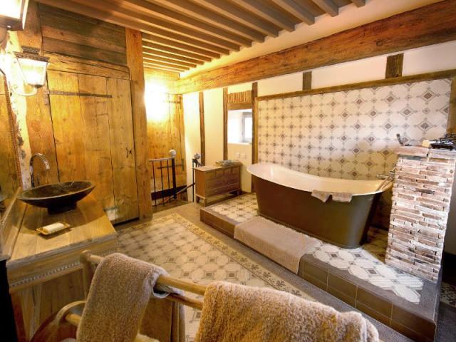 Du bois dans la salle de bains : 10 déco réussies