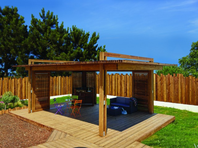 Une pergola tout en bois pour flirter avec la modernité  - Une pergola orignale pour habiller son jardin
