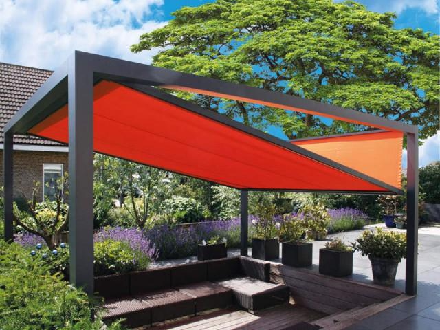 Une pergola aux formes géométriques pour un jardin