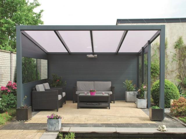 Une pergola idéale pour recréer un salon à l'extérieur - Une pergola orignale pour habiller son jardin