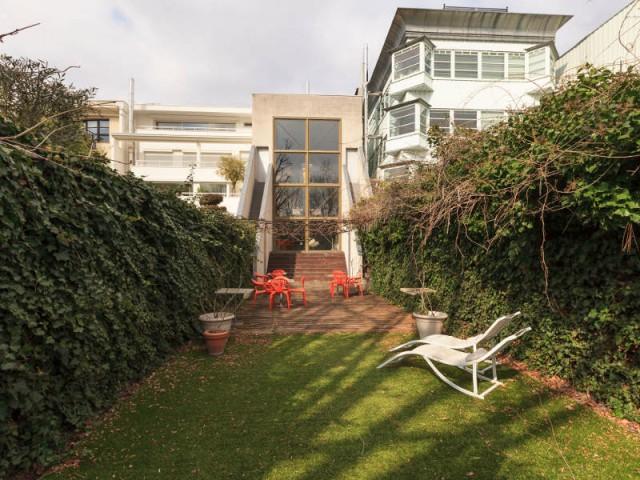 Vue du jardin de la maison dessinée par Philippe Starck - La Maison Lemoult signée Philippe Starck