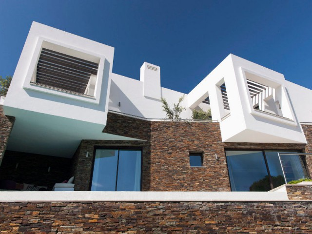 Une villa contemporaine qui reprend les codes de l'architecture andalouse - Une villa lumineuse entre mer et montagne