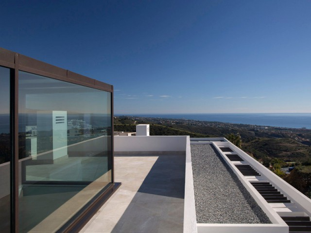 Un cube transparent pour la toiture-terrasse - Une villa lumineuse entre mer et montagne