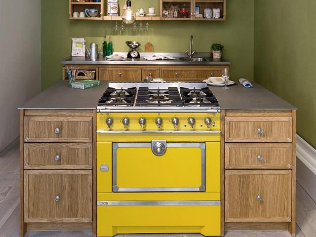 Un îlot haut en couleur pour une cuisine envoûtante - Un îlot pour une cuisine originale et adaptée
