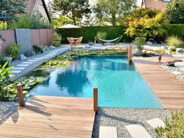 Après : une baignade naturelle bien équipée - Une piscine naturelle en Alsace
