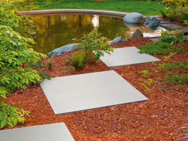 Une allée en dalles XXL pour un jardin paysagé - Une allée bien structurée pour mon jardin