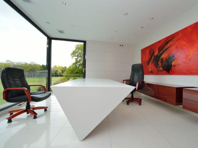 Un bureau sur-mesure pour un effet géométrique  - Une maison contemporaine inspirée par les yachts