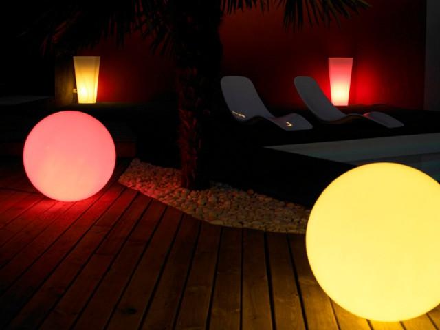 Des objets lumineux pour un jardin coloré - Un jardin bien éclairé