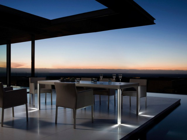 Une table aux pieds lumineux pour un jardin ultra élégant - Un jardin bien éclairé