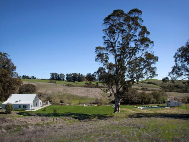 Une vieille ferme renait de ses cendres  - Un vieux ranch américain transformé en maison écologique