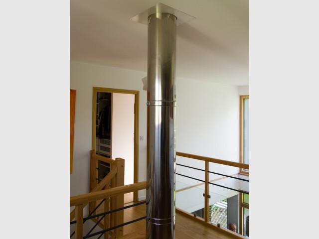 Surveiller l'apport de chaleur du poêle à bois - Une maison passive en bois bâtie dans la forêt