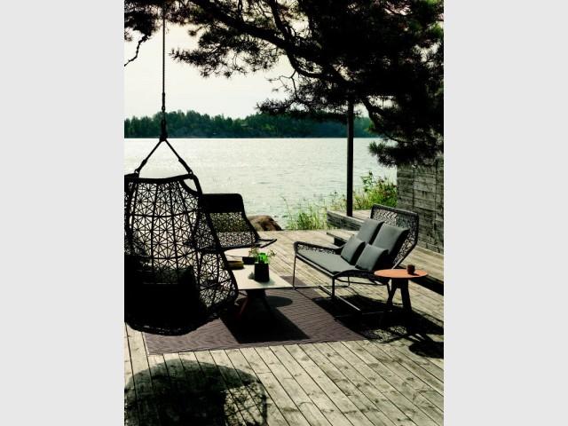 Un fauteuil duo incliné pour une ambiance chic - Dix fauteuils pour profiter de son jardin à deux