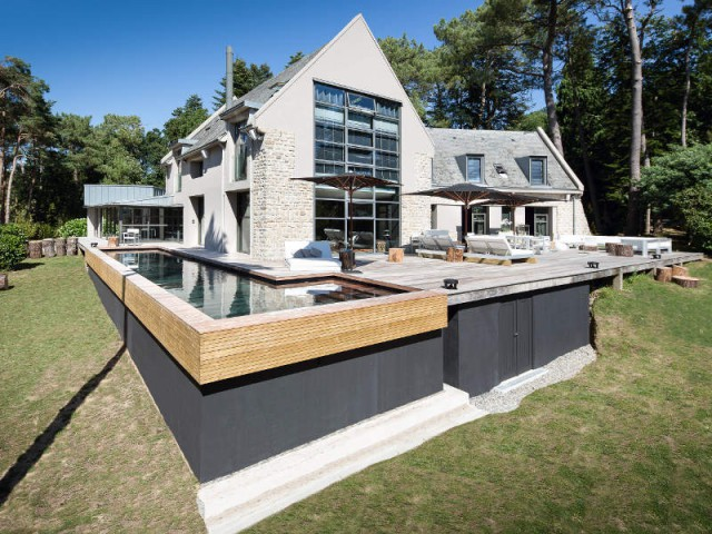 Un mécanisme particulier de piscine à fond mobile - Une piscine à fond mobile, une terrasse optimisée