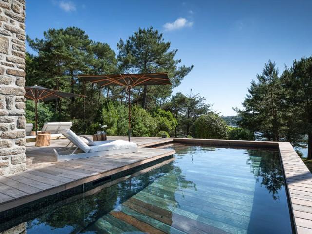 Un revêtement en carrelage pour une piscine à fond mobile - Une piscine à fond mobile, une terrasse optimisée