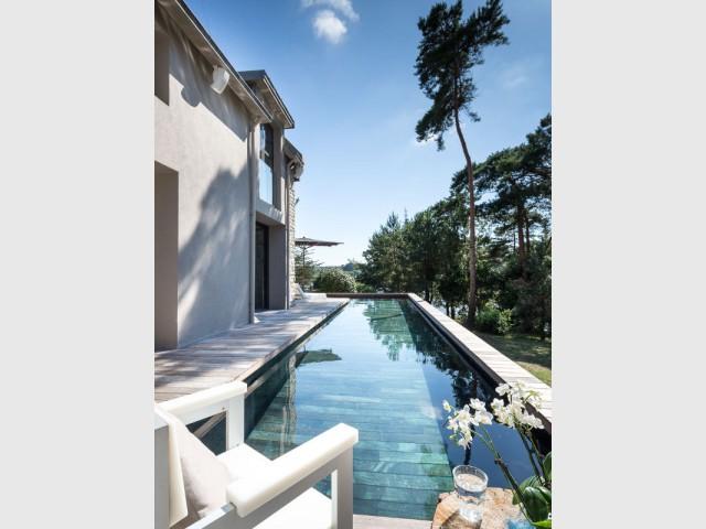 Un entretien facilité de piscine à fond mobile - Une piscine à fond mobile, une terrasse optimisée