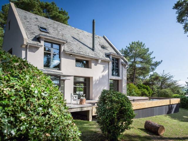 Une piscine à fond mobile magnifie une maison de bord de mer - Une piscine à fond mobile, une terrasse optimisée