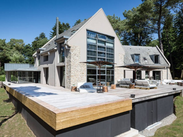 Une piscine à fond mobile pour une sécurité optimale - Une piscine à fond mobile, une terrasse optimisée