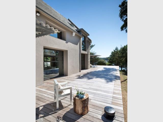 Un fond mobile de piscine en bois pour une terrasse esthétique  - Une piscine à fond mobile, une terrasse optimisée