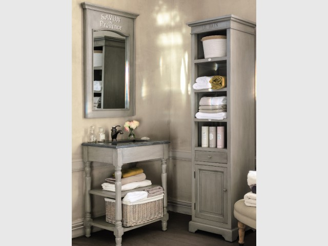 petits espaces 10 meubles sous vasque pour une petite salle de bains. Black Bedroom Furniture Sets. Home Design Ideas
