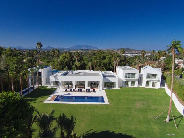Une villa construite entre ombre et lumière