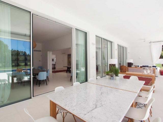 Un patio espagnol pour profiter du jardin - Une villa construite entre ombre et lumière
