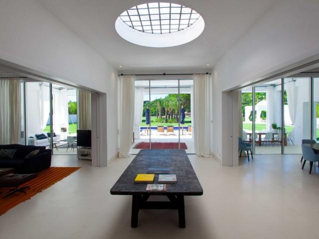 Un puits de lumière pour illuminer l'intérieur  - Une villa construite entre ombre et lumière