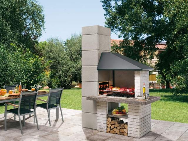 Un barbecue intégré à la terrasse pour une ambiance traditionnelle - Dix cuisines d'extérieur pour la famille
