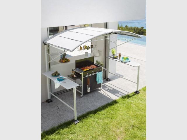 Un abri de cuisine équipé pour une ambiance contemporaine - Dix cuisines d'extérieur pour la famille