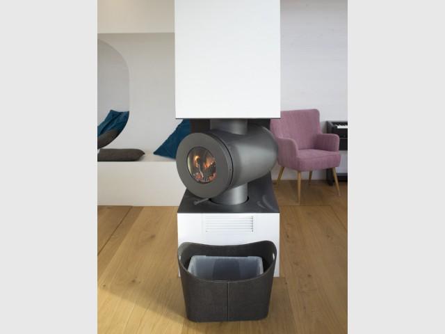 Un poêle à bois rotatif pour pousser la chaleur - Une maison comme un mille-feuille de bois