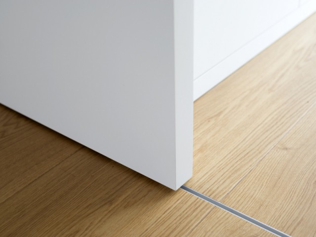 Des portes coulissantes pour réinventer les pièces de la maison - Une maison comme un mille-feuille de bois