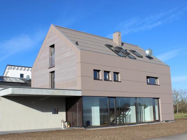 Des mille-feuilles de bois pour les murs d'une maison écologique - Une maison comme un mille-feuille de bois