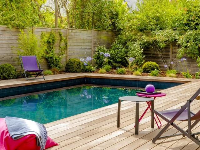 Une terrasse entièrement refaite pour occuper l'espace - une piscine automatisée facile d'entretien