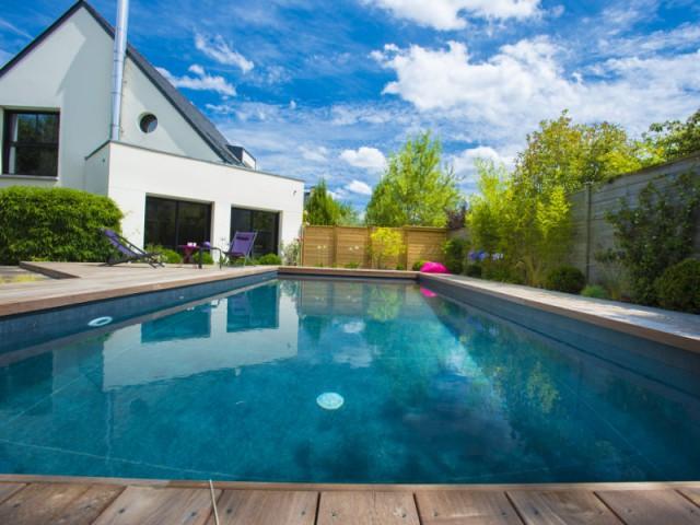 Une filtration sable automatique pour une piscine fonctionnelle - une piscine automatisée facile d'entretien