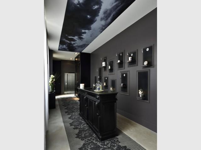 Un plafond orageux pour donner du caractère à une pièce  - La Cour des Consuls Hôtel inspire les particuliers