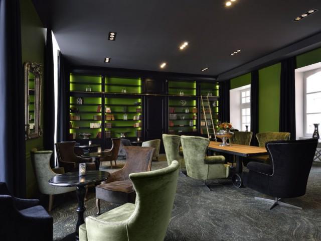 Une bibliothèque lumineuse pour donner de la profondeur à une bibliothèque - La Cour des Consuls Hôtel inspire les particuliers