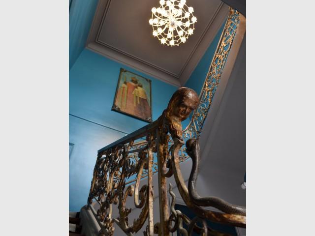 Un mur bleu azur pour redonner vie à une oeuvre d'art - La Cour des Consuls Hôtel inspire les particuliers