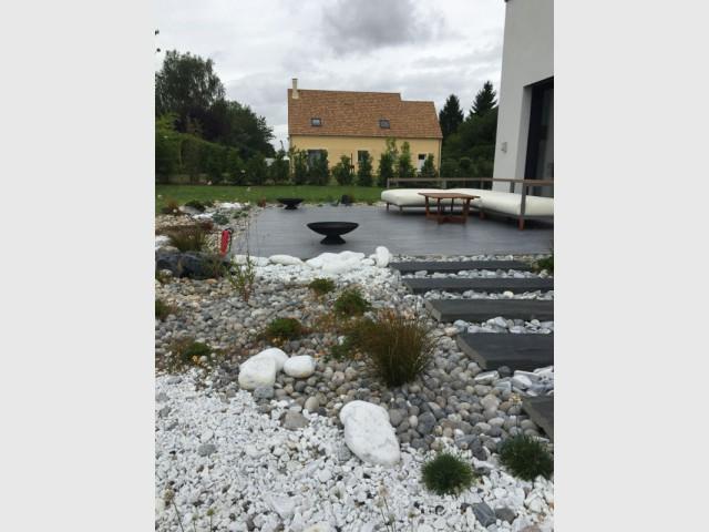 Une rivière sèche pour un jardin boisé - Un jardin écologique aux nuances japonaises
