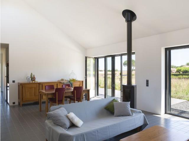 Une habitation dedans/dehors sur une colline de Dordogne - Maison Saint-Sauveur, agence Laurence Chéret