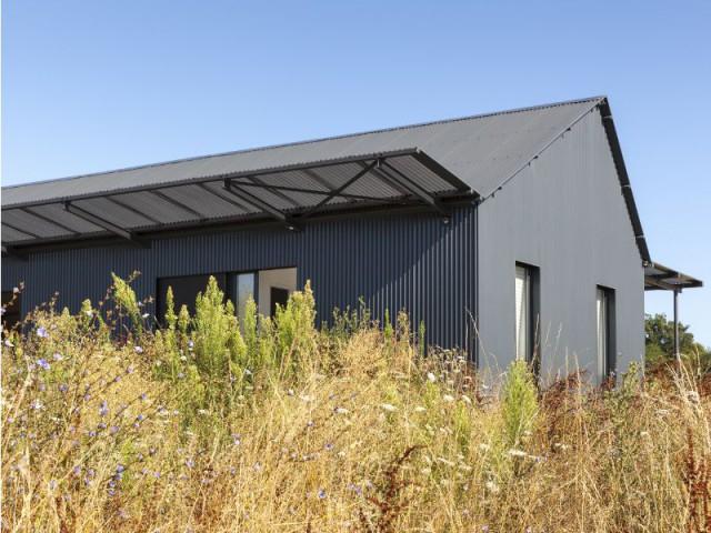 Une maison inspirée des anciens séchoirs à tabac de Dordogne - Maison Saint-Sauveur, agence Laurence Chéret