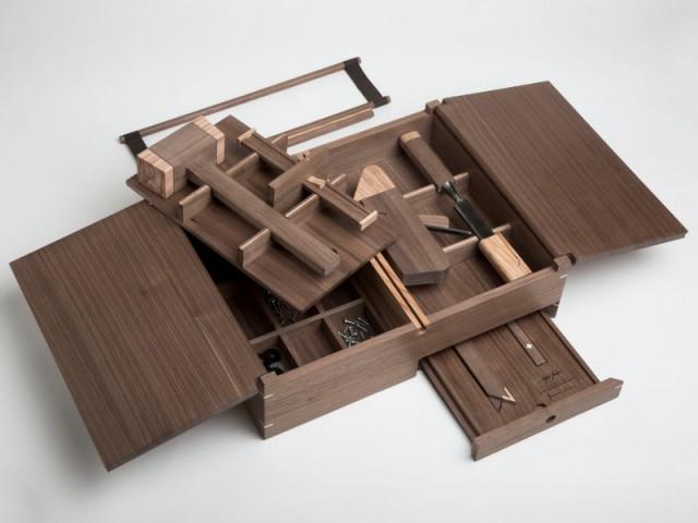 Malette de charpentier by Giacomo Moor & Giordano Vigano