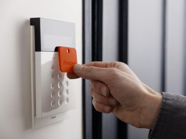 Une entrée connectée pour dissuader les voleurs - Sécuriser sa maison à distance avec son smartphone